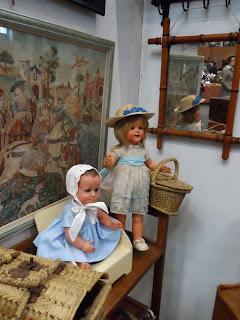 Muñecas antiguas en Navidad