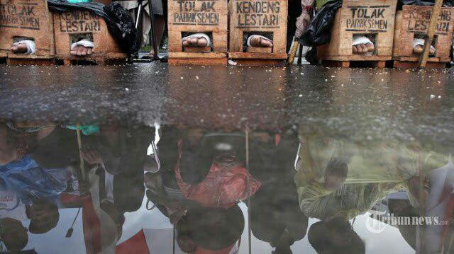 Begini Respon Jokowi Saat Pendemo Semen Kaki Meninggal Dunia di Depan Istana