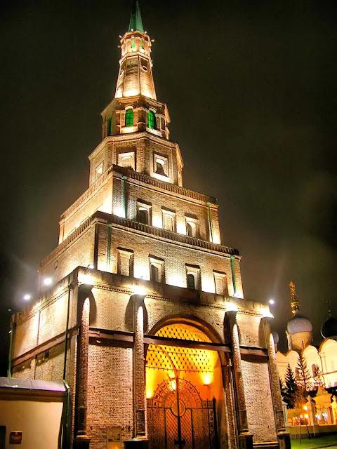 Фото: башня Сююмбике в Казани.