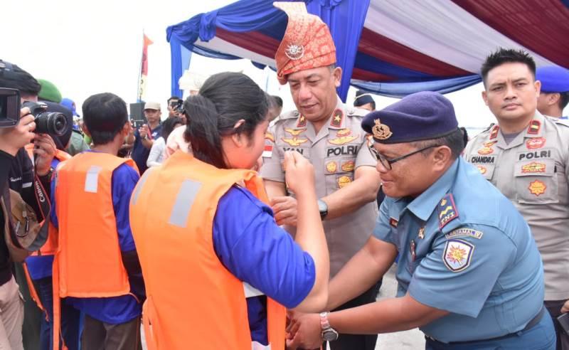 """""""Sinergitas TNI Polri dan Masyarakat"""" Ditpolairud Polda Kepri Gelar Lomba Sampan"""