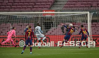 Pelé homenageia Messi por igualar recorde de gols em mesmo clube