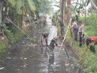 Peduli Lingkungan, TNI-Polri dan Masyarakat, Nyemplung Bareng di kali Rompang