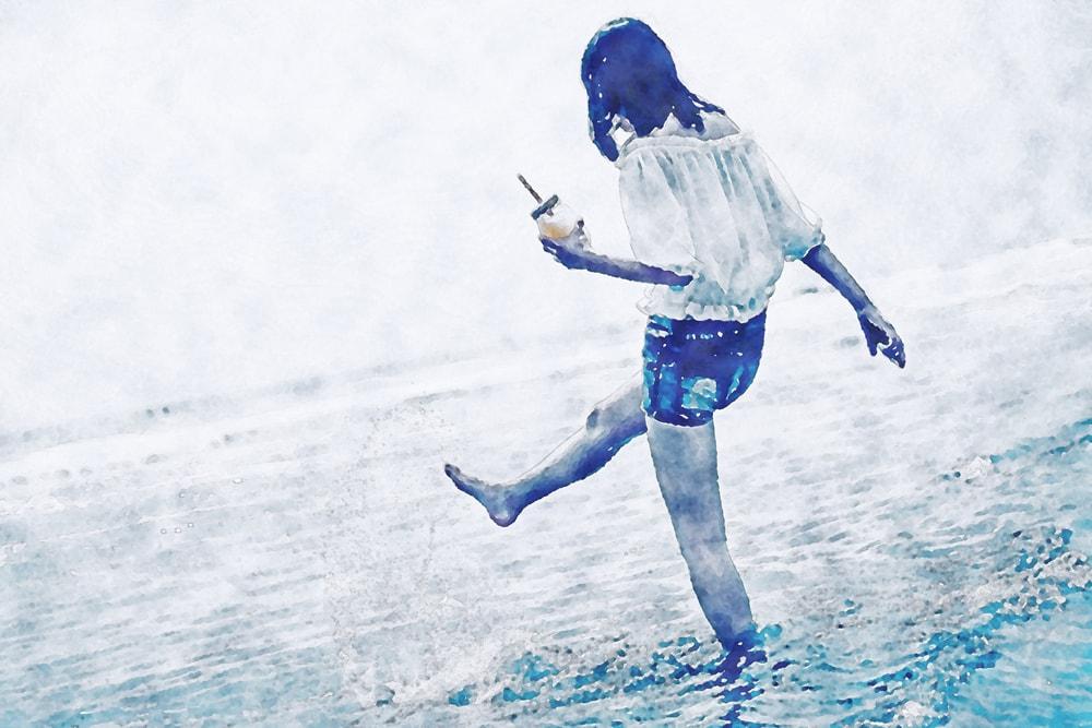 水彩画の海辺の女の子