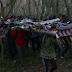 Αυτοσχέδιες κατασκευές δημιουργούν οι αλλοδαποί που βρίσκονται στον Έβρο για να περάσουν τα συρματοπλέγματα (φωτό-βίντεο)