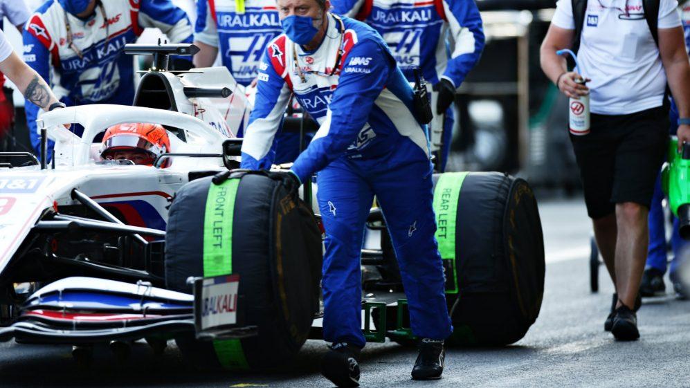Os motoristas usaram novos conjuntos de pneus macios durante o período da bandeira vermelha em Baku