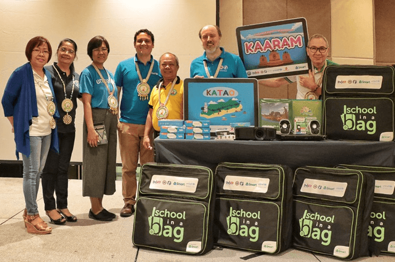 50 schools in Eastern Visayas receives Smart's Shool-in-a-Bag portable digital classrooms