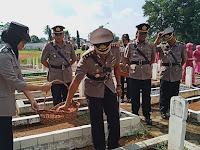 Hari Ulang Tahun Bhayangkara, Polres Lampura Ziarah ke Makam Pahlawan