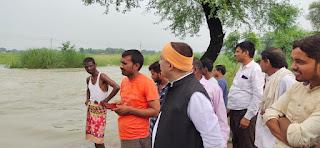 ठीकेदार की लापरवाही से जलमग्न हुए क्षेत्र के कई गाँव     #NayaSaberaNetwork