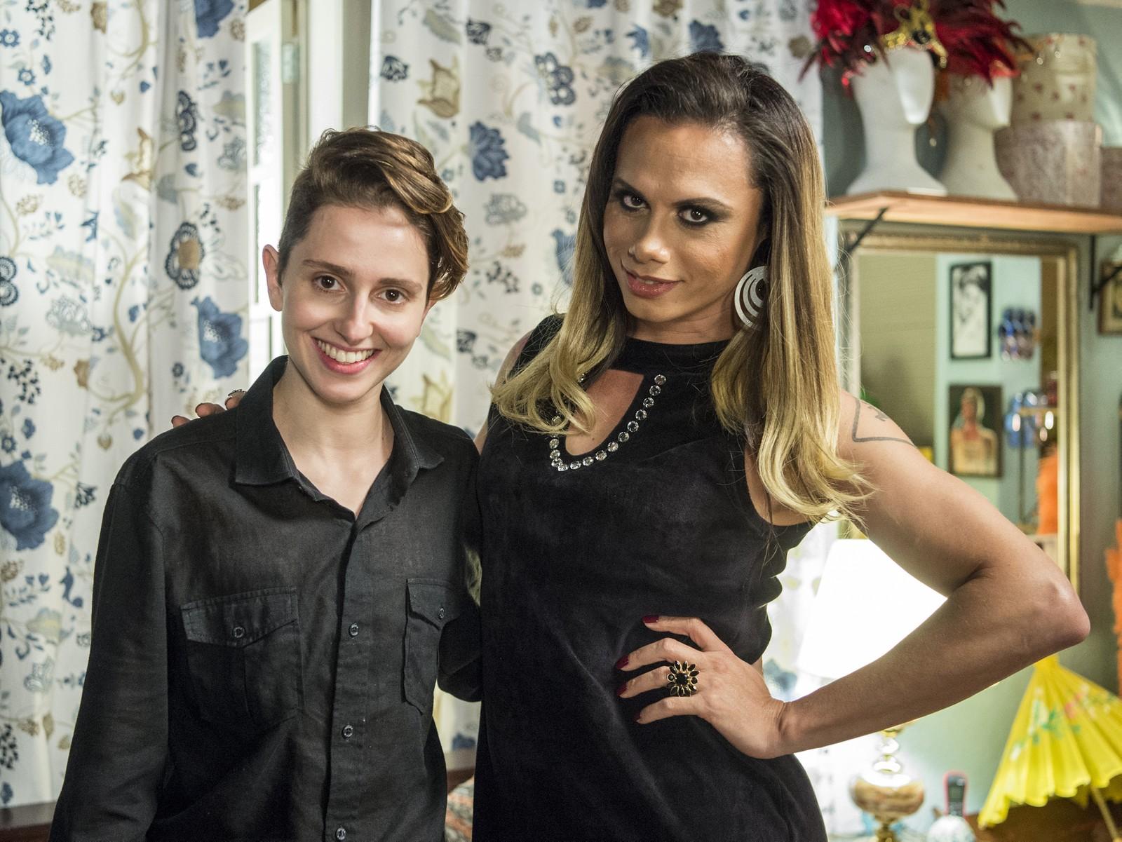 Silvero Pereira chora ao lado de Carol Duarte ao relatar casos de homofobia