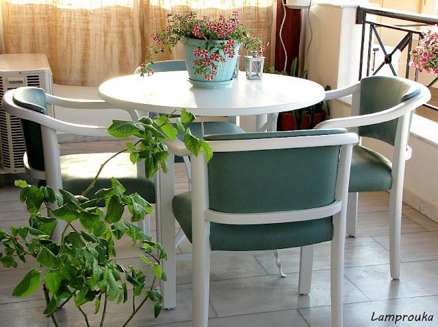 όλες οι οδηγίες βήμα βήμα για να βάψεις μόνος σου τραπέζι και πολυθρόνες