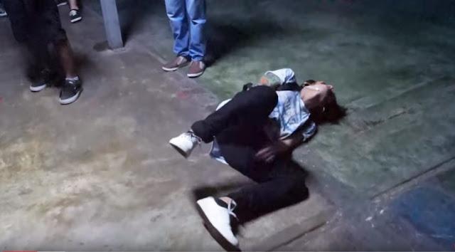 Youtuber juega'Beso o Patada en los Hu3B0S' y pierde