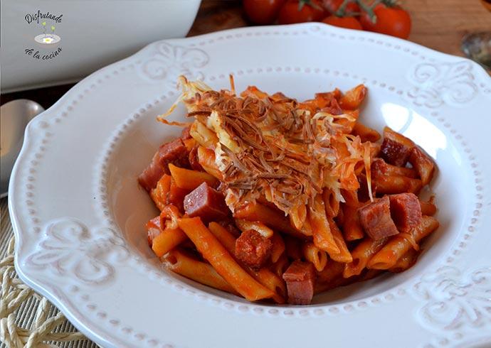 Macarrones con chorizo y jamón (Receta fácil de la abuela)