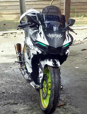 Yamaha R15 Dipasangi Headlamp R1 M