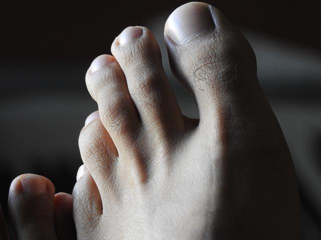 Que doit examiner le médecin pour diagnostiquer le syndrome du pied diabétique?