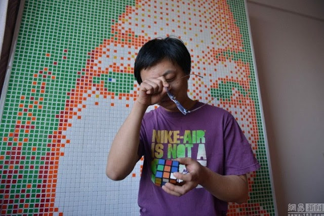 TRAGIC:Guy Gets Rejected By His Crush After Building Her A Huge Portrait Made of 840 Rubik's Cube