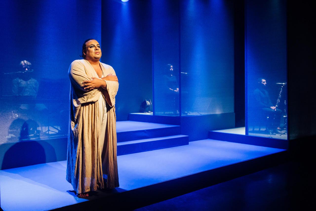 """CCBB apresenta """"Gisberta"""", drama baseado em fatos reais de transfobia com Luis Lobianco"""