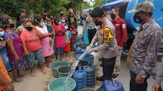 Polresta Mojokerto Salurkan 30.000 Liter Air Bersih Di Pedesaan