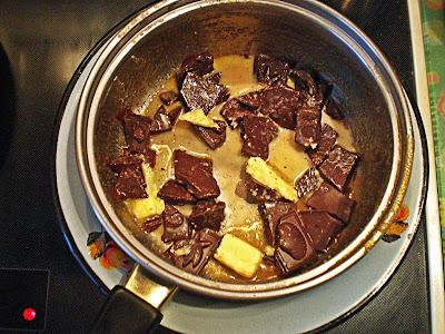 Keksiukai su ruduoju cukrumi ir šokoladiniu glaistu