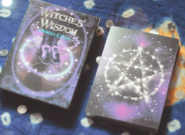 Resenha do Oráculo Witches' Wisdom ilustrado por Richard Crookes