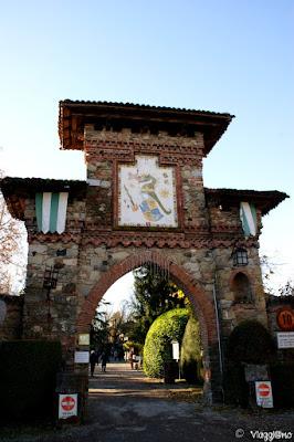 Porta di ingresso al borgo di Grazzano