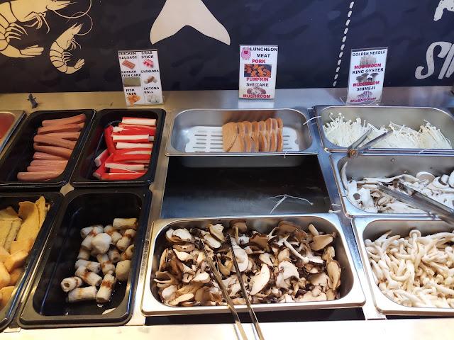 Buffet Food: Chicken Sausage, Crab Stick, Korean Fish Cake, Chikuna, Fish Tofu, Sotong Ball, Pork luncheon meat, Shitake mushroom, Golden needle mushroom, King oyster mushroom, Shimeji mushroom