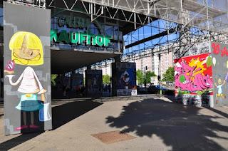 Baumaßnahmen am Linden-Center, wo Teile der Natursteinfassade saniert werden