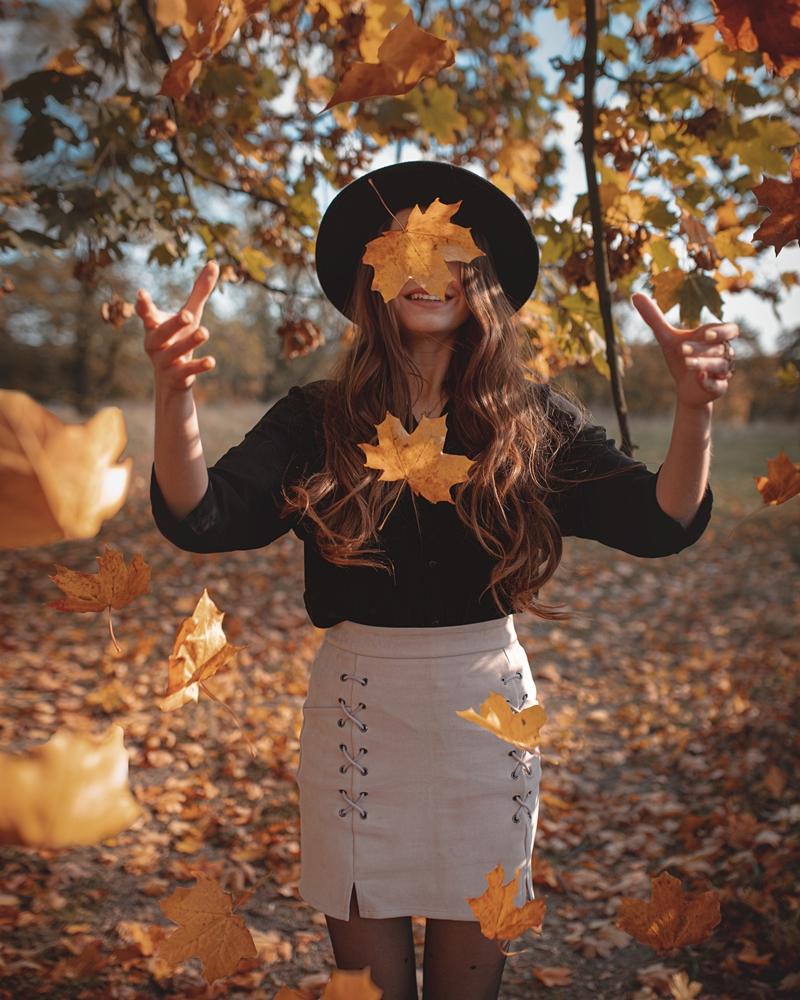 kreatywne zdjęcie z liśćmi