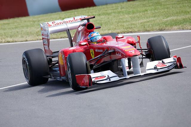 Gambar Mobil Balap F1 Ferrari di Circuit Canada