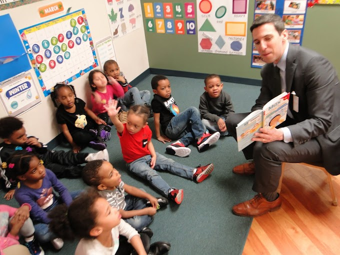 Councilman P.G. Sittenfeld shares the joy of reading to Head Start Children