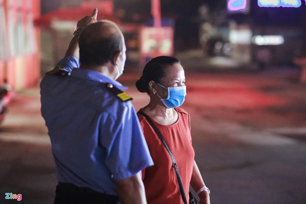 Cảnh sát dựng rào chắn quanh Bệnh viện E sau ca mắc 994