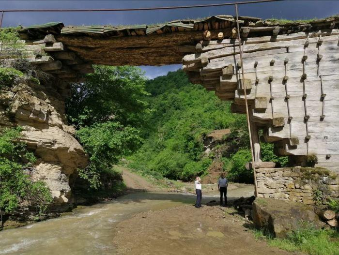 The secret of the 200-year-old bridge in Dagestan, which was built without a single nail, but is able to withstand a car
