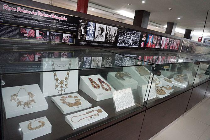 Ragam perhiasan yang berkaitan dengan Minangkabau