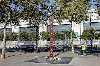 Paris : Hommage à Johnny Hallyday, controverses autour d'une oeuvre de Bertrand Lavier à Bercy - XIIème