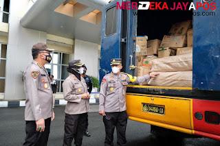 Polda Jateng Berangkatkan 1 Trux Box Bantuan Kemanusiaan Untuk Korban Banjir di NTT