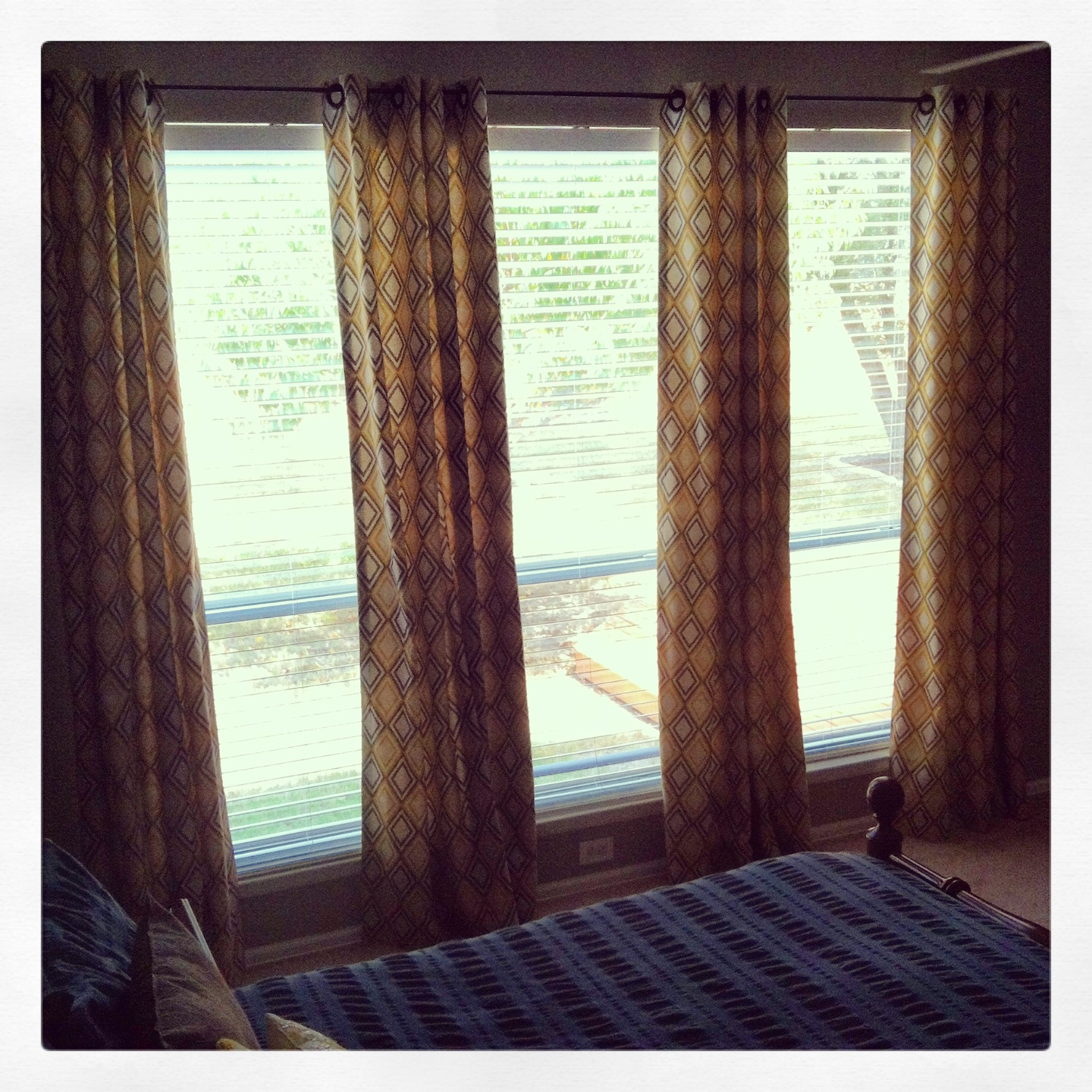 The Inside Scoop: No Sew, Lined Curtains With Grommets
