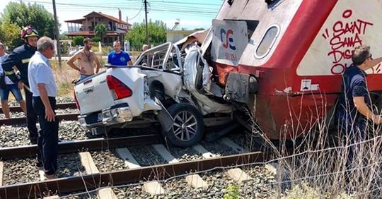Σύγκρουση τρένου με ΙΧ