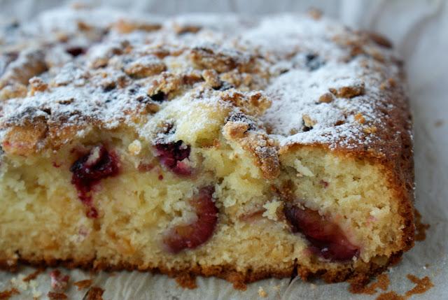szybkie ciasto ucierane,ciasto dla początkujących,ciasto ze śliwkami,łatwe ciasto,ciasto hit,owoce sezonowe w cieście,woj len olej kokosowy,