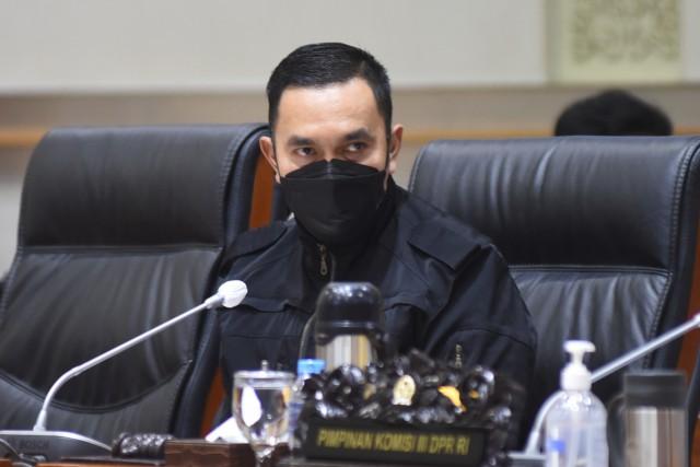 Ahmad Sahroni: Polisi Harus Segera Tangkap Abu Janda, Jangan Sampai Dibiarkan