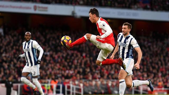 Oezil Tandai Penampilan ke-100 di Premier League dengan Assist Spesial