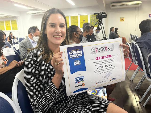 Dayse Juliana recebe prêmio como Prefeita de Expressão na Mata Sul