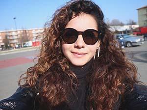 Sahila Hisyam Pakai Kacamata