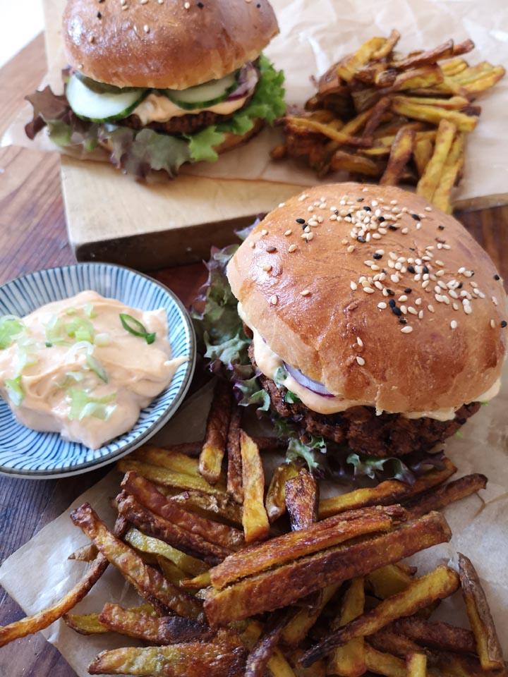 Rezept für Veggie Burger mit Brioche Buns und Schwarzem Bohnen Pattie