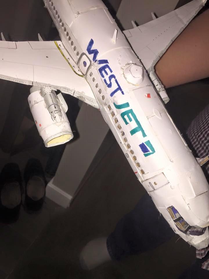 Aviões em escala de papelão WestJet Boeing 737-700