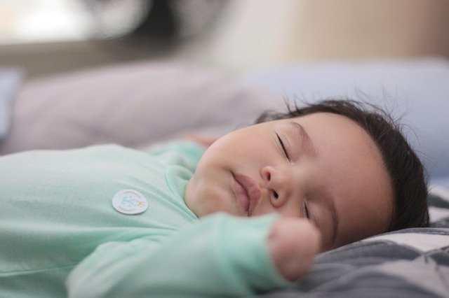 كيف أعرف أن أذن طفلي تؤلمه؟