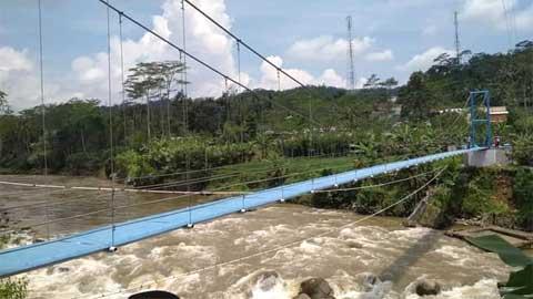 Jembatan gantung bantuan hibah dari Swiss