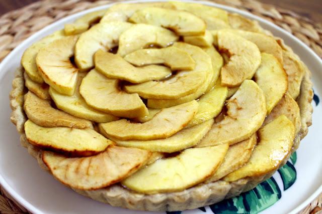 Tarta de manzana y crema con masa quebrada