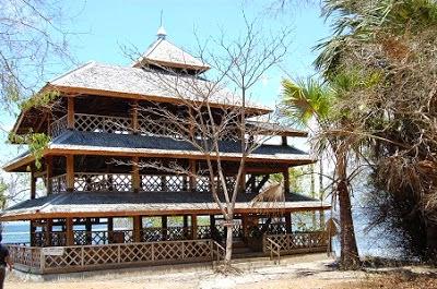 Menara pandang di Pantai Plengkung, Taman Nasional Alas Purwo, Banyuwangi.