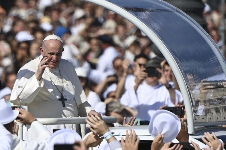 Berkunjung ke Hongaria, Paus Bicara Soal Imigran