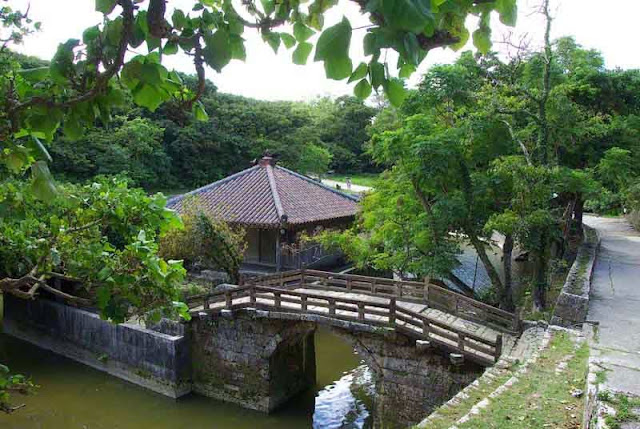 bridge and building on Shuri Castle pond