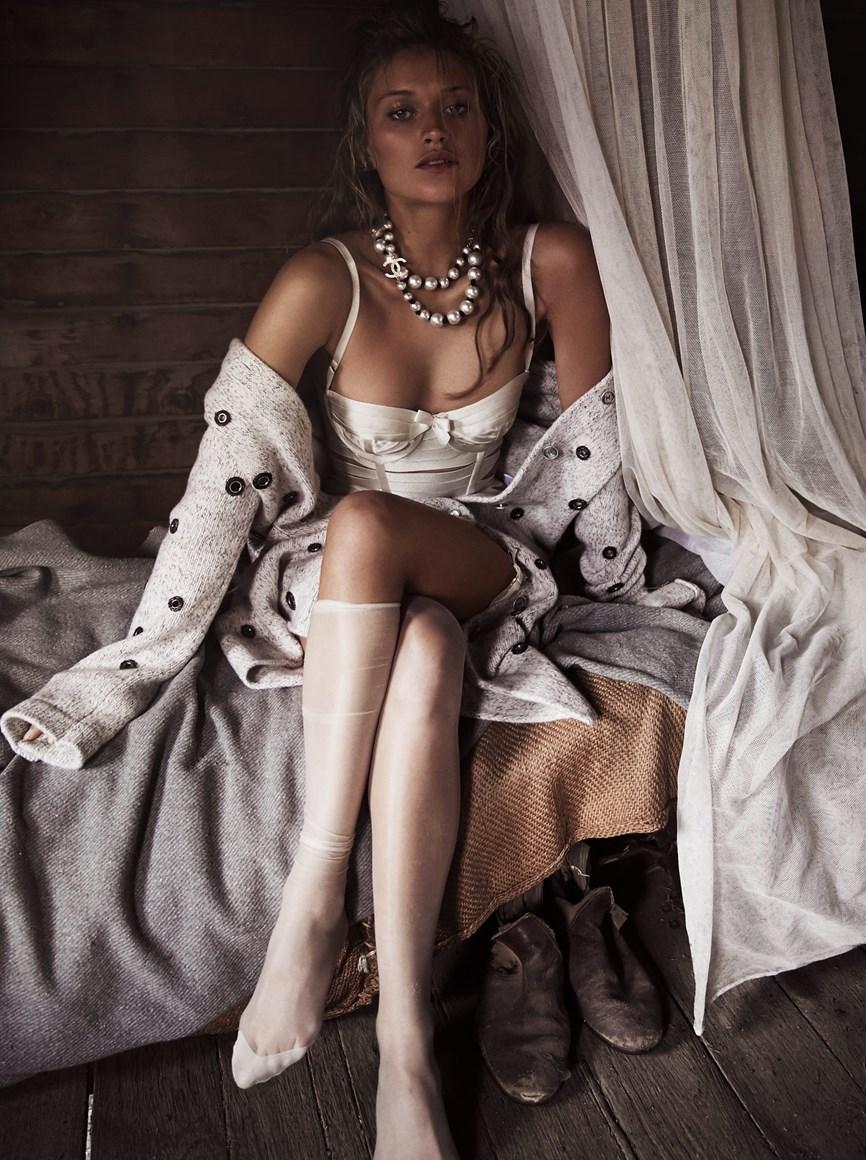 Chloe Lecareux Nude Photos 24